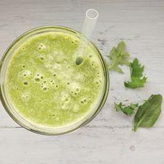 ¡Sí! Esta receta es sólo para ti querido suscriptor  Así que corre a tu cocina para ver si tienes todos los ingredientes y sino apúntalos para tenerlos listos para mañana Este Smoothie se llama *Verde Pera* poque es verde y trae pera jijij, aparte claro de otras delicias verdes más  1 pera 1/2 …