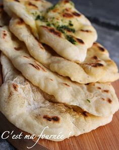 Naans (This is my batch! Easy Healthy Recipes, Quick Easy Meals, Vegetarian Recipes, Love Food, A Food, Food And Drink, Kitchen Aid Recipes, Cooking Recipes, Indian Food Recipes