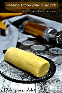 #PASTAFROLLA per #BISCOTTI di #PASTICCERIA  pronta in 5 minuti e sufficiente per ben 100 biscotti FRIABILI da fare con #sparabiscotti o stampini. #Dolcipocodolci