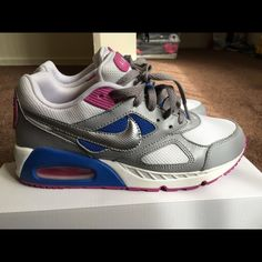 Nike air max Super cute and comfortable. Worn twice. I don't have the box. In great condition Nike Shoes Sneakers