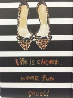 Etre confiante et s'amuser en portant des chaussures drôles ;-)
