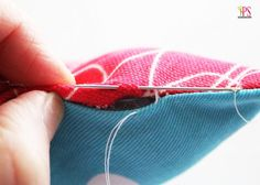 How to Sew a Pillow Closed by Hand - blind stitch/ladder stitch tutorial Sewing Class, Sewing Basics, Sewing Hacks, Sewing Tutorials, Sewing Patterns, Sewing Tips, Techniques Couture, Sewing Techniques, Ladder Stitch