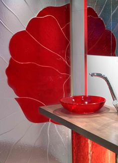 Glass as a material can be adapted to multiple uses in interior design. All our products can be provided with a unique pattern. Glass Sink, Lassi, Custom Glass, Red Interiors, Recycled Glass, Glass Panels, Your Design, Art Pieces, Interior Design