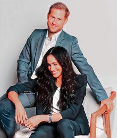 Meghan Markle Outfits, Meghan Markle Style, Prince William And Harry, Prince Harry And Megan, Harry And Meghan News, Princesa Real, Prinz Harry, Short Grey Hair, Royal Life