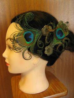 2x STEAMPUNK neo victorian PEACOCK feather FASCINATOR hair clip barette Faery Fantasy Wedding headpiece hair jewelry Reenactment accessory. €16,00, via Etsy.