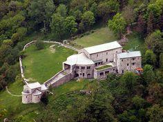 San Pietro al Monte in Civate (como) Medieval Art, Art Techniques, Trekking, San, Mansions, House Styles, Building, Places, Castles