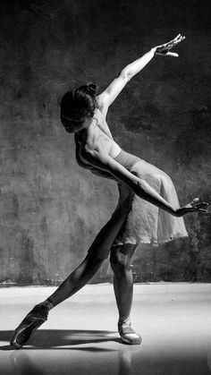43 Ideas for sport art photography ballet dance Human Poses Reference, Pose Reference Photo, Body Reference, Dance Photography Poses, Ballerina Photography, Ballerina Poses, Photography Hacks, Free Photography, People Photography