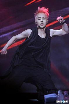 Twitter / XIUMINPRINCE: [PIC] 140415 XIUMIN at EXO Comeback Showcase (cr.MAKE A BUN)