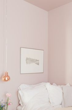 Never thought I'd pin a pink room but with the copper, it's lovely!