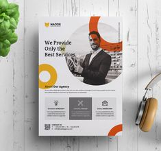 15 Corporate Flyer Templates suitable for business or corporate promotion. The flyer is the best way to assert your business. Corporate Flyer, Corporate Design, Business Design, Business Flyers, Template Flyer, Flyer Design Templates, Business Flyer Templates, Graphic Design Flyer, Design Brochure