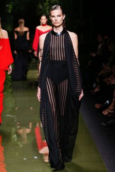 Balmain Spring 2017 Ready-to-Wear Fashion Show