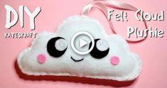 How to do the Blanket Stitch (Updated Tutorial) Felt Flower Pillow, Felt Pillow, Cloud Pillow, Felt Purse, Diy Purse, Felt Flower Tutorial, Felt Bookmark, Felt Coasters, Felt Crafts Diy