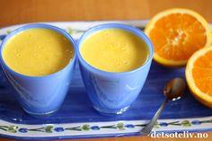 """Sitronkremen """"Lemon curd"""" er mange godt kjent med, men ikke alle tenker på at man kan lage tilsvarende, nydelige kremer med andre smaker. Jeg har tidligere laget både Lemon curd og Jordbærcurd (Strawberry curd). Her har du oppskriften på Appelsincurd (Orange curd), som lages med appelsini stedetfor sitron. Kjempegod som den er på for eksempel varme scones eller nystekte lapper, og også alldeles nydelig somfyll i kaker, gjærbakst, makroner osv... I morgen skal jeg vise dere en deilig…"""