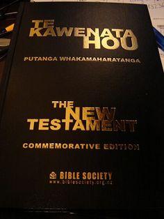 Maori - English New Testament / Te Kawenata Hou - Putanga Whakamaharatanga / COMMEMORATIVE EDITION New Zeland - Black Hardcover / 746 pages / Maps