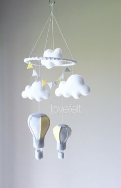 Baby Mobile Heißluftballon mobile Wolken von lovefeltmobiles