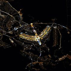 Uma imagem surpreendeu os astronautas da NASA. Um pedacinho do Brasil visto a quilômetros de distância. Os astronautas da estação espacial internacional captaram a imagem e disseram que a capital do Brasil é inconfundível, mesmo vista de longe da órbita da Terra. Eles descreveram Brasília como um dos melhores exemplos de planejamento urbano do século 20.
