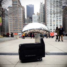 The first image from our Chicago traveling Modobag series brings us to captivating Cloud Gate aka The Bean in Millennium Park.   Usually when using a Modobag, it's easy to navigate through big crowds. On this occasion there were so many photo requests that our course was slightly adjusted - we didn't mind one bit. #Celebs #tech #travel  http://modobag.com/
