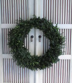 COTTAGE AND VINE: How to Make a Fresh Boxwood Wreath