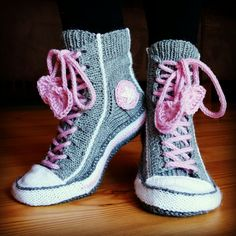 Conversesockor Knitted Slippers, Slipper Socks, Crochet Shoes, Crochet Clothes, Everything Pink, Diy And Crafts, High Top Sneakers, Quilts, Knitting