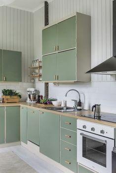 Kitchen Dinning, Kitchen Decor, Kitchen Design, Kitchen Ideas, Green Plywood, Plywood Kitchen, Green Kitchen Cabinets, Apartment Renovation, Cottage Interiors