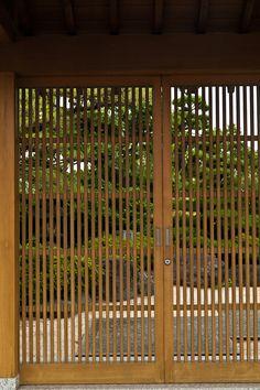 Japanese lattice door, fencing, privacy screening, gates, fence gate, landscape architecture