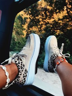 shoes for required t-shirt round of sorority recruitment Mode Converse, Sneakers Mode, Cute Sneakers, Sneakers Fashion, Fashion Shoes, Shoes Sneakers, Sneakers Style, Summer Sneakers, Dr Shoes