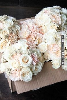 with some navy centered anemone's added in there... beautiful bouquets!!