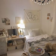 42 Bedroom Decor Ideas You want the space to reflect your personal style without feeling cluttered and cramped. Minimalist decor is the best way. The post 42 Bedroom Decor Ideas appeared first on Design Diy. My New Room, My Room, Bedroom Inspo, Bedroom Decor, Bedroom Ideas, Bedroom Designs, Aesthetic Bedroom, Dream Rooms, Minimalist Decor
