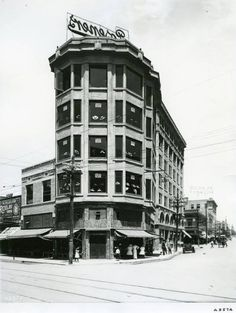 Little Caples Building (Posener Building), circa Designed by Henry C. Trost, it stood at the northwest corner of N. Mesa Street and E. The Little Caples Building was called El Paso's smallest tallest building. It was demolished in Timeline Photos, North West, San Antonio, Multi Story Building, Texas, Street, City, Places, Buildings