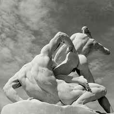 https://www.magnumphotos.com/arts-culture/herbert-list-paris-noir/