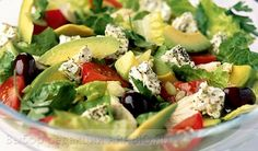 САЛАТ С АВОКАДО  Такой простой, но в то же время изысканный салат считается идеальным длялегкого ужина в кругу семьи. Он содержит массу витаминов (в том числе ивитамин Е, полезный для внешности) и других полезных веществ, неперегружает желудок и является дейс�