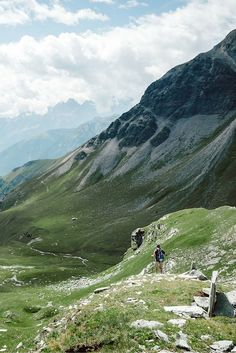 Hiking in #Austria #Heiligenblut. Check our blogpost for more travel inspiration!