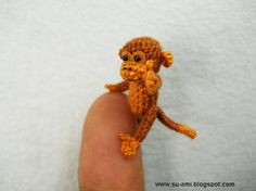 I need to learn to crochet now!  Adorable Miniature Crocheted Animals - wave avenue