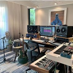 The most beautiful studios in the world . Home Studio Musik, Audio Studio, Music Studio Room, Sound Studio, Home Recording Studio Setup, Home Studio Setup, Configuration Home Studio, Home Music Rooms, Studio Decor