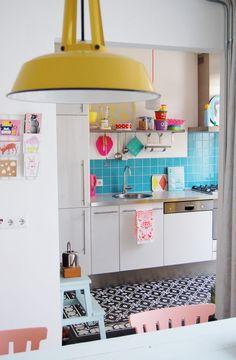Cozinhas coloridas na decoração 5