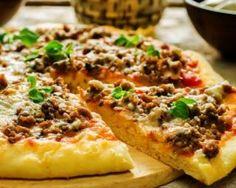 Pizza minceur au boeuf haché, sauce tomate et gruyère allégé : http://www.fourchette-et-bikini.fr/recettes/recettes-minceur/pizza-minceur-au-boeuf-hache-sauce-tomate-et-gruyere-allege.html