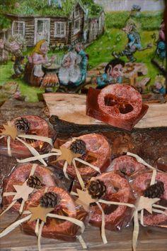 Såpe, krubbsåpe, urtesåpe, produseres og selges hos www.kagens.no. Også skilt med valgfri tekst produseres, dørskilt, skilt til do, bad, wc, hytte, velkommen skilt, bilder, bryllupsgaver, andre gaveartikler.