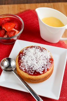 Slimming Eats Low Syn Jam and Coconut Sponge Cake - gluten free, vegetarian, Slimming World and Weight Watchers friendly Jam And Coconut Cake, Coconut Sponge Cake, Slimming World Deserts, Slimming World Recipes, Slimming Eats, Healthy Eating Tips, Healthy Nutrition, Sweets Cake, Gluten Free Cakes