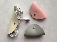 Weiteres - Kabel-Organizer, Kopfhörer Kabelbinder aus Leder - ein Designerstück von heydays bei DaWanda Diese und weitere Taschen auf www.designertaschen-shops.de entdecken