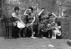 2000 Light Years From Home - napolinostalgia: Bruno Barbey: Naples, 1964 Robert Doisneau, Magnum Photos, Photographie Leica, Pont Des Arts Paris, Palermo, Vintage Italian Posters, Elena Ferrante, Vintage Italy, Photographer Portfolio