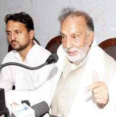 Chief patron of JKNPP Prof Bhim Singh addressing media persons at Jammu.  -Excelsior/Rakesh