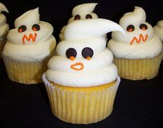 Halloween Cupcakes! Might have to make these for my special treats in my Halloween buckets this year!