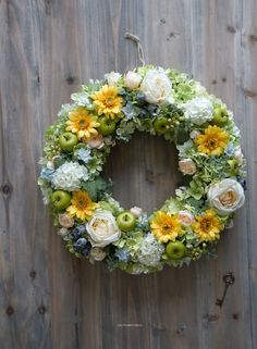Funeral Flowers, Fall Wreaths, Flower Boxes, Crafty Projects, Flower Fashion, How To Make Wreaths, Spring Flowers, Flower Art, Floral Arrangements