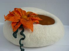 Handmade felt Cat Bed / Cat Cave / Cat Den / Cat House / Cocoon / White cave and GIFT