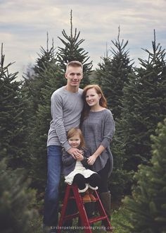 KP Photography, Family Photography, Family photos, Family Portraits, Green Bay Holiday Photographer, Family poses, Holiday Family photos, Tree farm mini session, tree farm family photo, kirstenpetersonphotography.com,