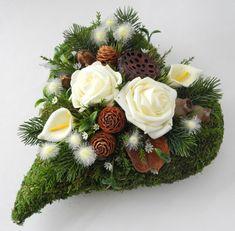 Funeral Flower Arrangements, Modern Flower Arrangements, Funeral Flowers, Grave Decorations, Table Decorations, Art N Craft, Ikebana, Mesh Wreaths, Home Crafts