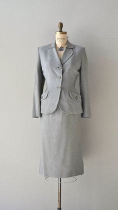 Gidding House suit vintage suit wool by DearGolden Vintage Gowns, Vintage Style Dresses, Vintage Ladies, Retro Outfits, Vintage Outfits, 1940s Fashion, Vintage Fashion, Love Clothing, Retro Clothing