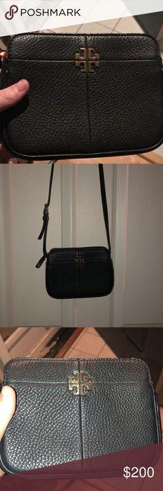 53c8a1b884e6 Tory Burch crossbody bag EUC Tory Burch crossbody bag. No flaws.Three  pockets!