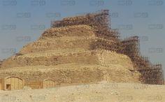 بالفيديو.. سقارة أقدم أهرامات العالم على شفا الانهيار