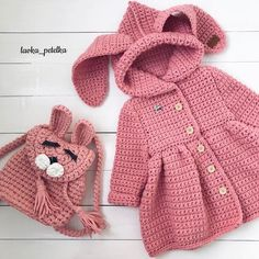 34 Trendy crochet toys for girls barbie clothes Crochet Baby Jacket, Crochet Baby Sweaters, Crochet Coat, Crochet Baby Clothes, Crochet Socks, Knitting For Kids, Baby Knitting Patterns, Crochet For Kids, Free Knitting